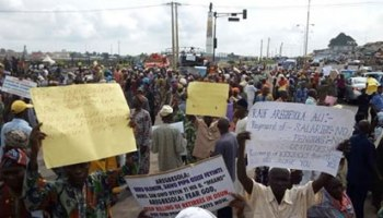 Edo pensioners occupying the Ring road in Benin